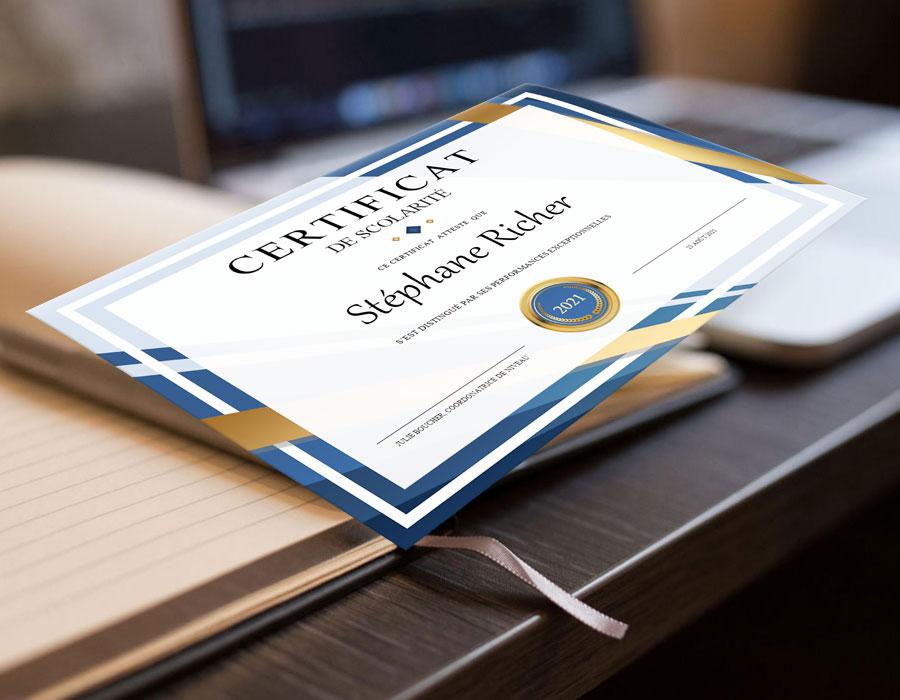 Notre Certificat de scolarité qui a fière allure sur notre bureau Docutexte. Il est personnalisable Microsoft Word mais aussi grâce à notre formulaire PDF exclusif.